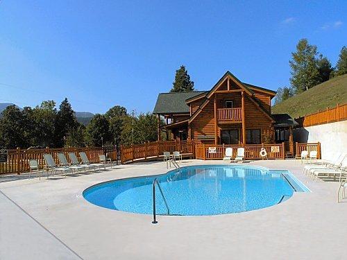 Pigeon Forge Cabin Big Black Bear Lodge 4 Bedroom Sleeps 13 Jacuzzi Swimming Pool