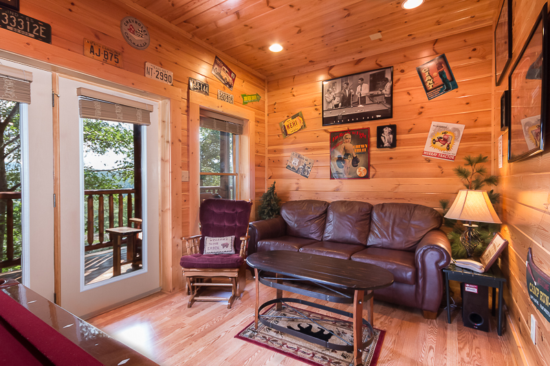 pigeon forge cabin family traditions 4 bedroom sleeps 12