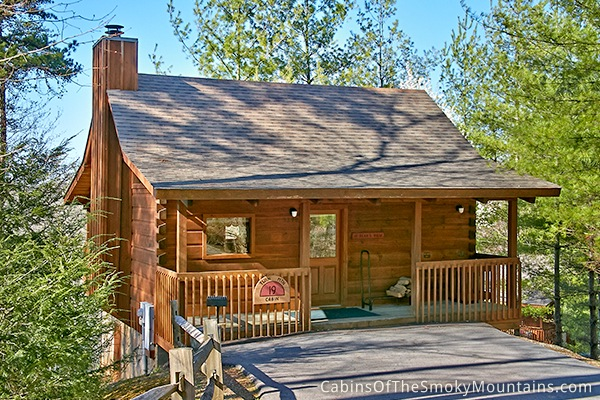 Pigeon forge cabin a private getaway 1 bedroom sleeps 2 for One bedroom cabins in smoky mountains