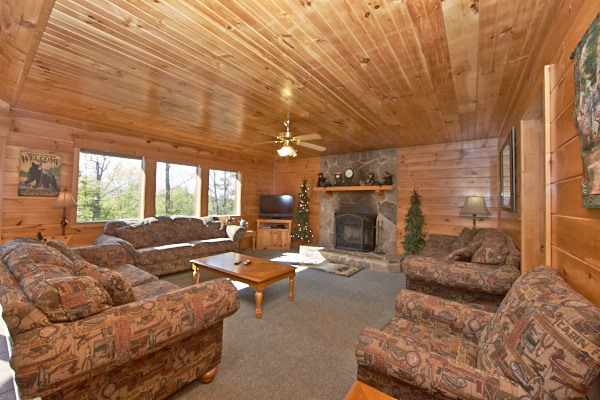 pigeon forge cabin bluff view 3 bedroom sleeps 8 swimming pool