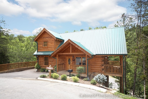 Pigeon forge cabin smoky mountain getaway 3 bedroom for Smoky mountain tennessee cabin rentals