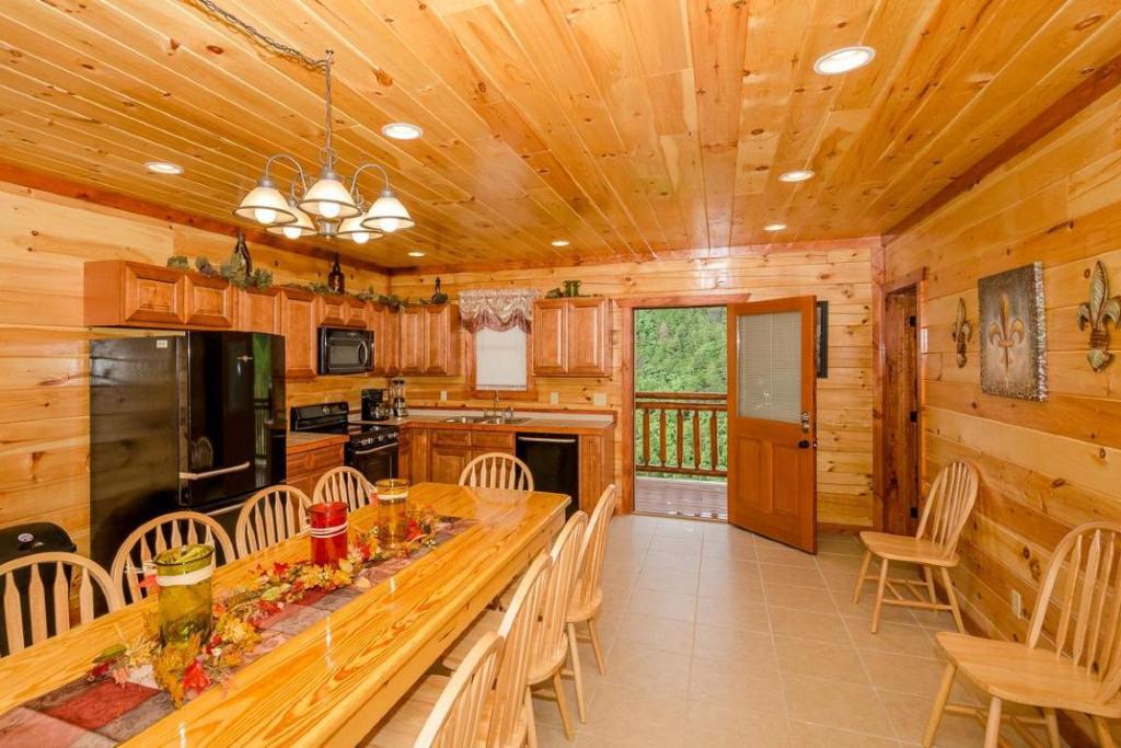 Pigeon Forge Cabin - Jennie's Cove - 6 Bedroom - Sleeps 16