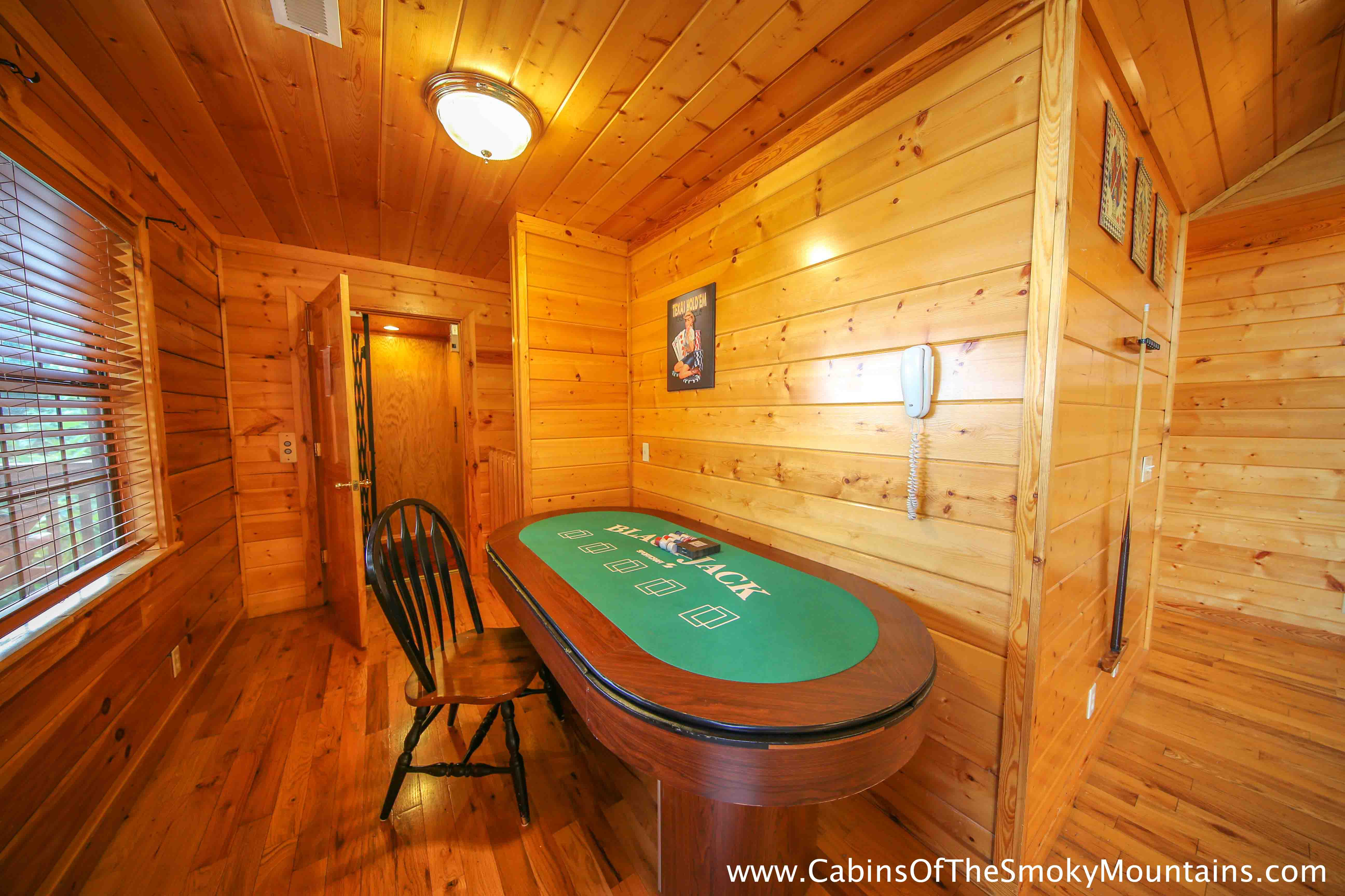 cabin smokey tennessee rentals honeymoon rentalsour situated in cabins pittmanviews romantic brentleys the log gatlinburg around our tn mountains