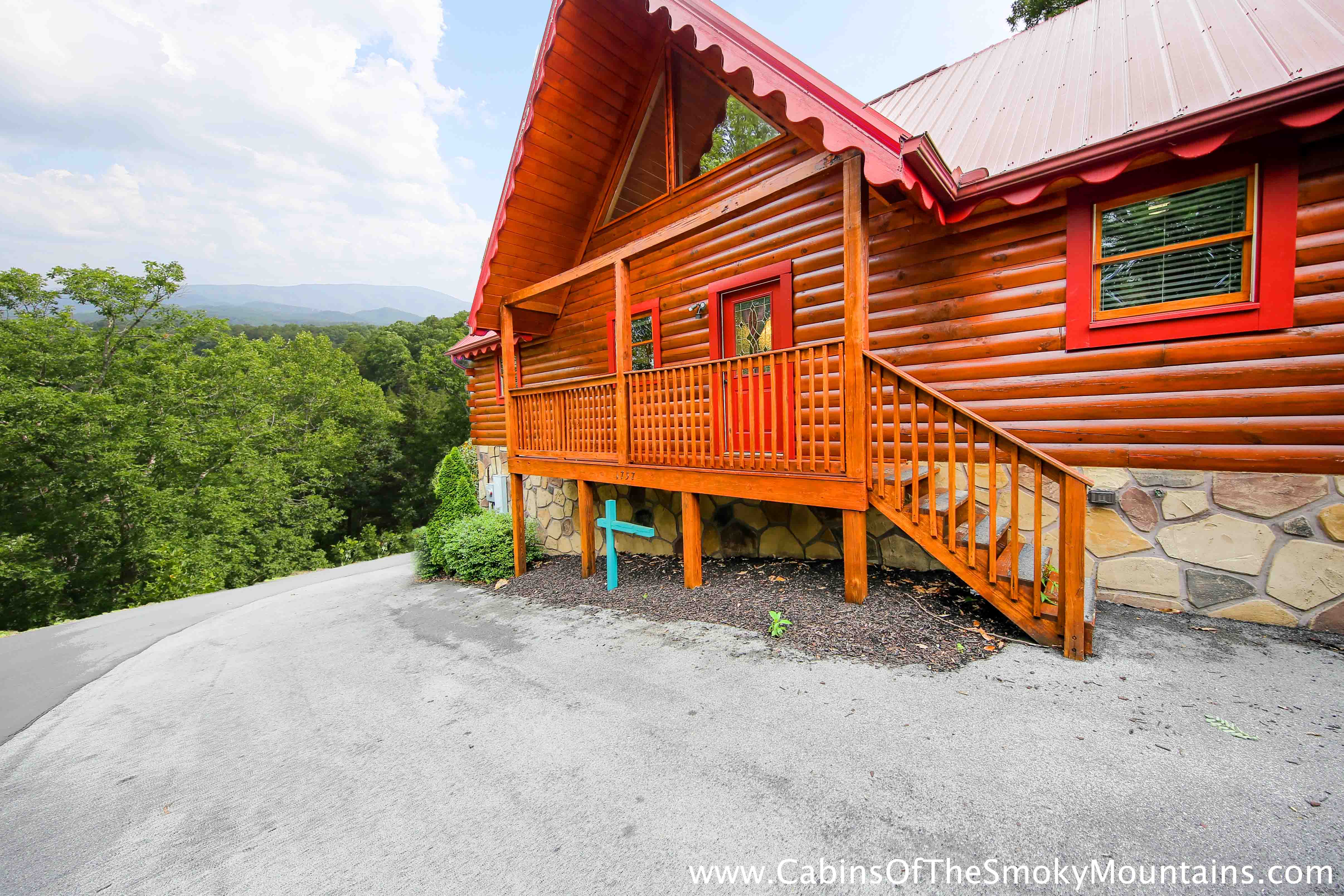 Scenic Wolf Mountain Resort offers North Carolina Mountain Vacation Rental Cabins, Cottages and Real Estate in Mars Hill, Wolf Laurel, Western North Carolina, just 20 minutes from The Great Smoky Mountains.