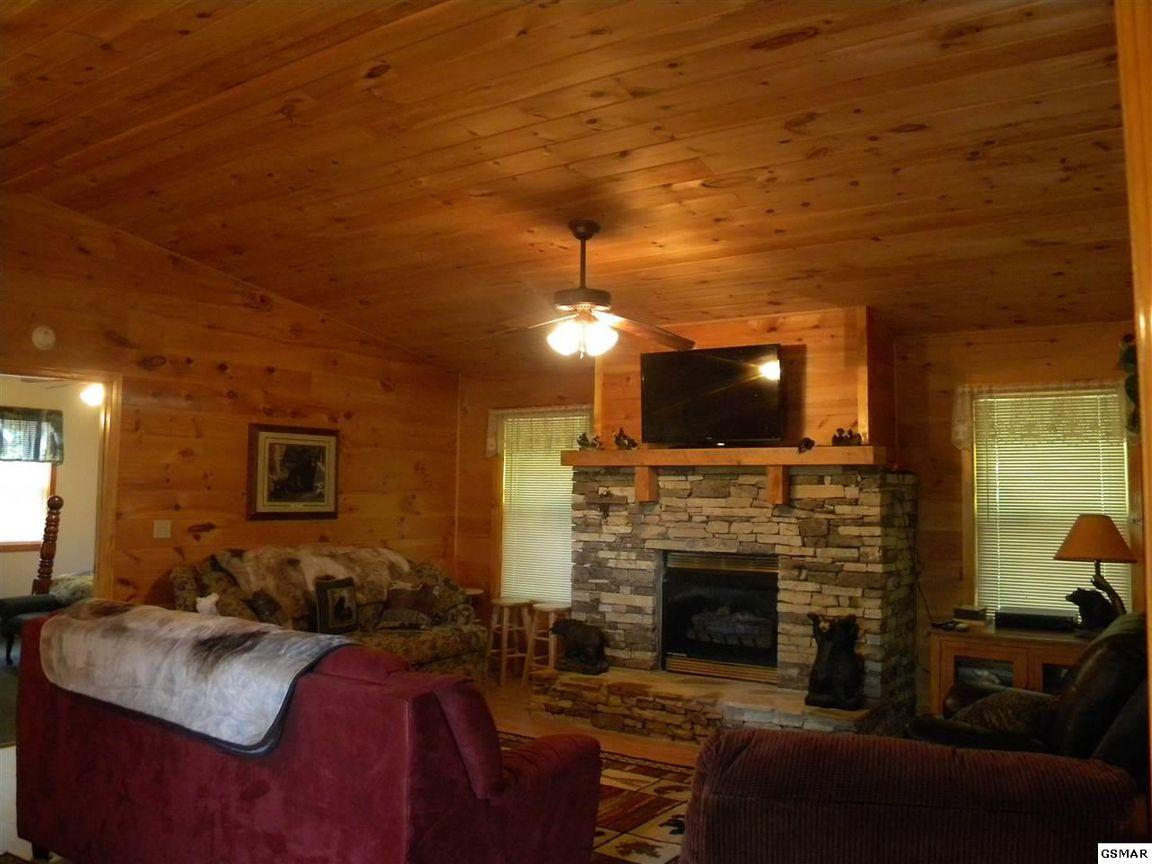 Pigeon Forge Cabin Smoky Bear Cabin 2 Bedroom Sleeps 6