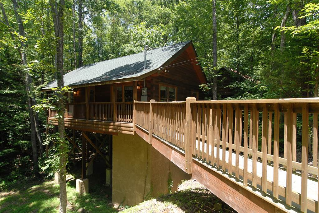 Pigeon forge cabin creekside paradise 1 bedroom sleeps 4 for Private secluded cabins in pigeon forge
