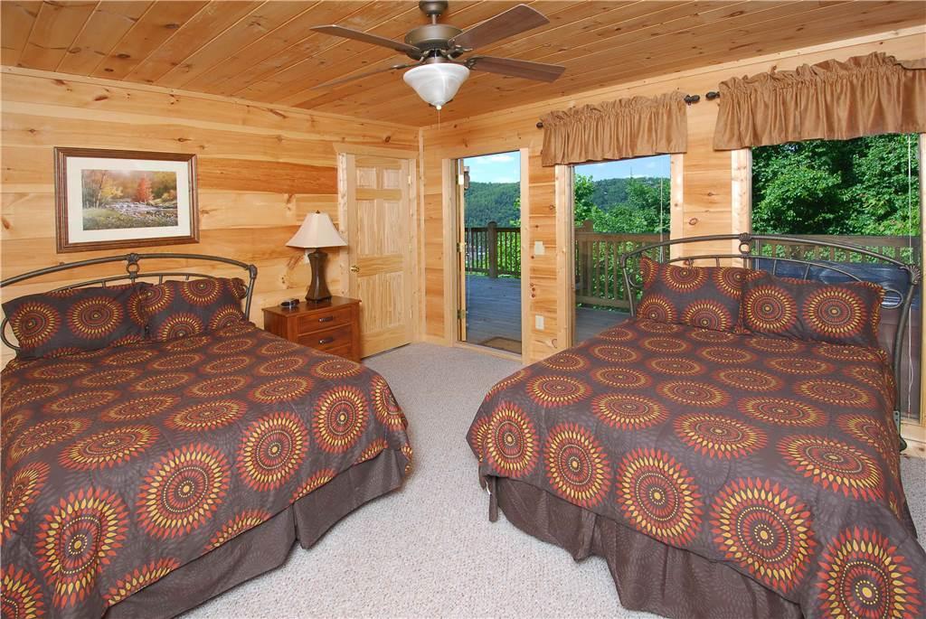 Pigeon forge cabin gatlinburg lights 5 bedroom sleeps 14 - Bedroom cabins in gatlinburg ...