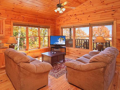Gatlinburg cabin satin sheets 1 bedroom sleeps 9 for Two bedroom cabins in gatlinburg