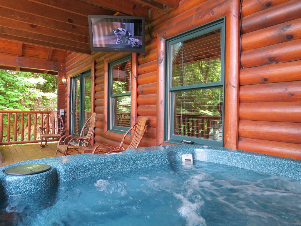 Gatlinburg cabin mountain view theater lodge 3 bedroom for Cabin in gatlinburg with hot tub