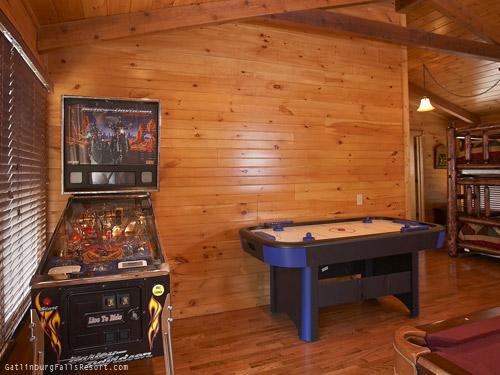 Gatlinburg cabin memory maker 2 bedroom sleeps 10 - Gatlinburg falls resort swimming pool ...