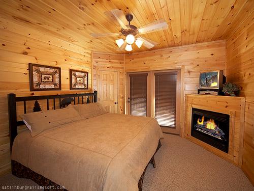 Gatlinburg cabin 7th heaven 4 bedroom sleeps 14 for 7 bedroom cabins in gatlinburg tn