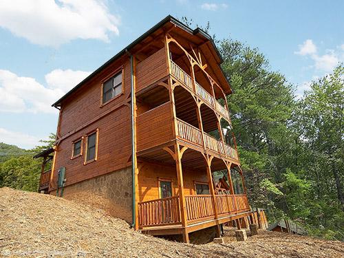 Gatlinburg cabin bear necessities 3 bedroom sleeps 12 for Little bear cabin in gatlinburg tn