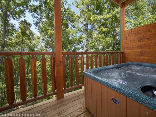 gatlinburg cabin the great outdoors 1 bedroom sleeps 12