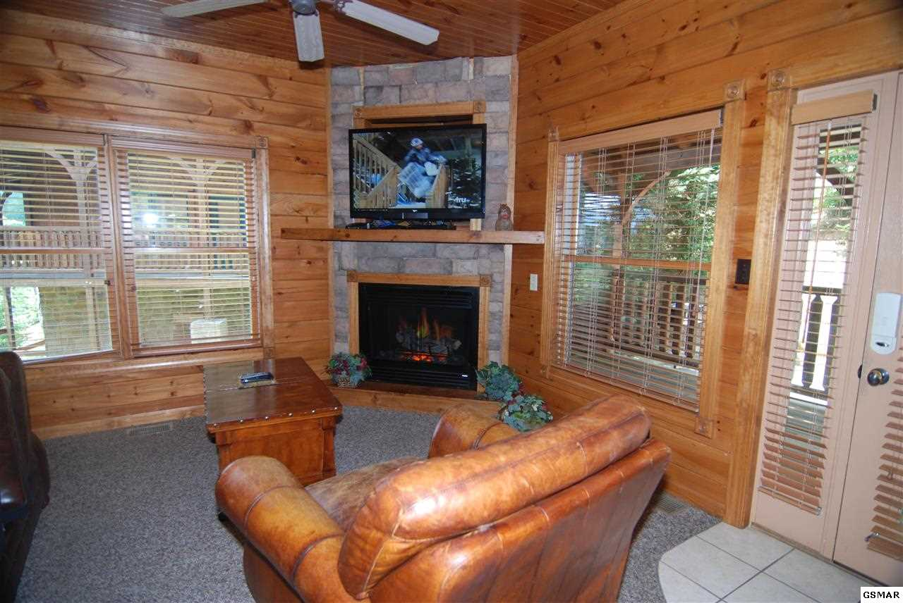 gatlinburg cabin best views and movies 1 bedroom sleeps 8